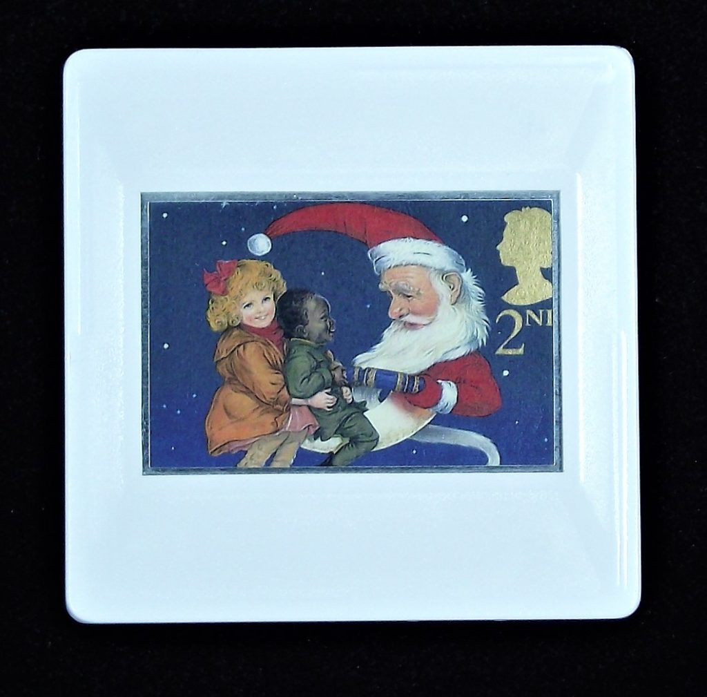 Christmas cracker pulling brooch with Father Christmas and children